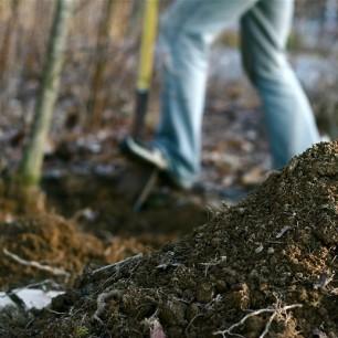 digging_into_soil_CC_Chlot's_Run
